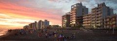 atardecer_playa_ciudad.jpg
